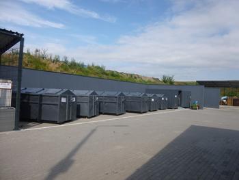 Nowe kontenery do segregowania odpadów komunalnych na PSZOK w Chróścicach.